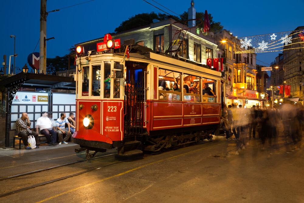 السياحة في اسطنبول - ترام تقسيم